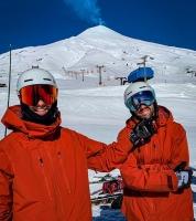 Eliot Grondin en tenue de ski avec une autre personne