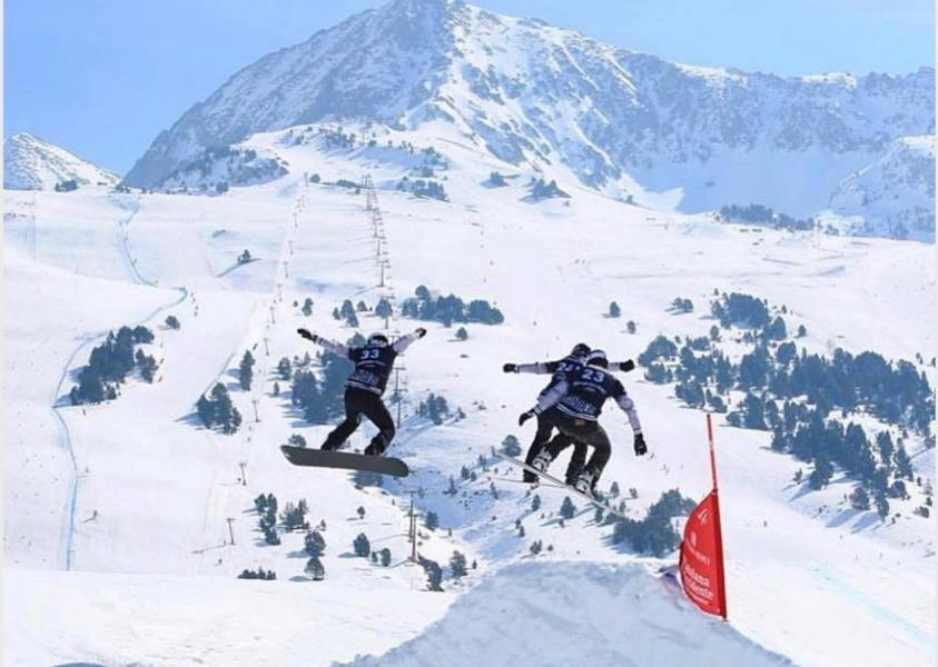 Le snowboardeur Éliot Grondin à la Coupe du monde